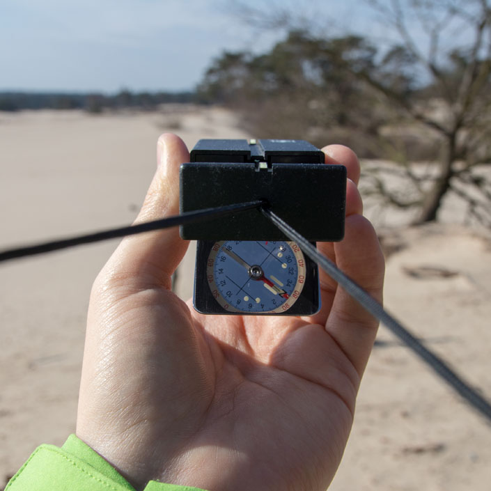 Leer in een weekend navigeren met kaart en kompas op de Soesterduinen (Spring Reizen, Bas Wetter)